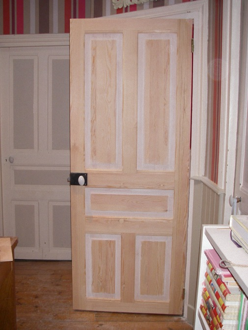 Relooker porte interieure maison design for Customiser porte interieure